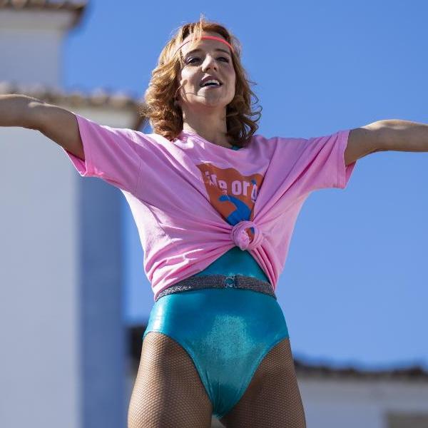 Festa é Festa ao rubro: Nelinha pára a aldeia com uma aula de fitness. Corcovada leva jeito