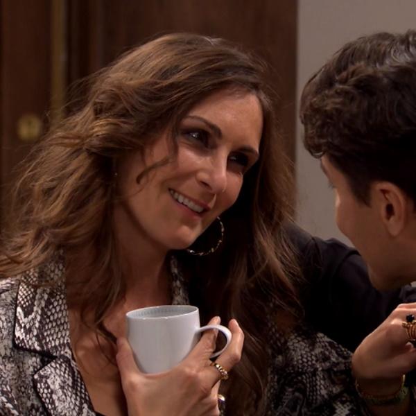 Amor Amor: Julieta mente e diz que Ângela lhe bateu e roubou o carro. Polícia apanha-a