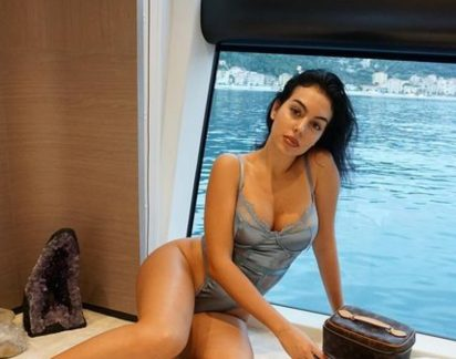 """Georgina Rodríguez arrasa em fato de banho de 99 euros: """"Queres casar comigo"""""""