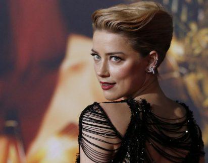 Amber Heard está cada vez mais ousada e surge despida em sessão fotográfica