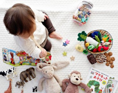 Alerta bactérias: 7 objetos que deve tirar da boca (ou das mãos) do seu filho