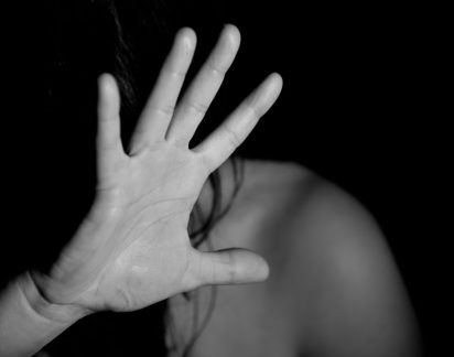 Um em cada quatro jovens acha «normal» ser forçado pelo namorado a fazer sexo