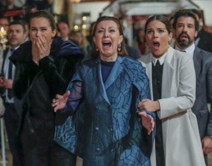 Paixão: Na festa de noivado de Bé e Tiago todos assistem ao vídeo da morte de Sofia