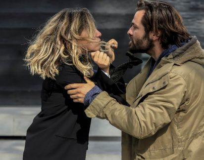 Paixão: Louca de ciúmes, Helena tenta matar Miguel