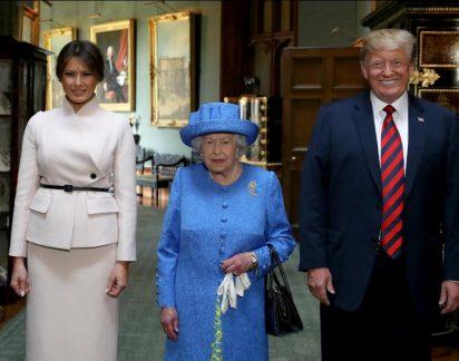 Melania Trump quebra protocolo e não faz vénia à rainha Isabel II. Perceba porquê