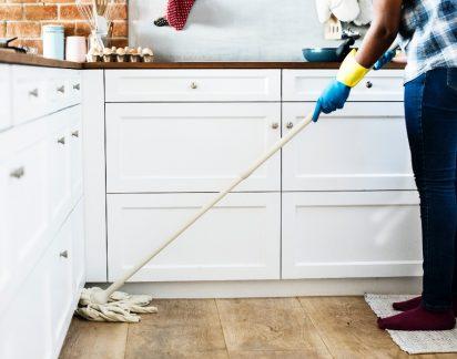 Esta é a substância milagrosa (e barata!) que vai substituir todos os produtos de limpeza